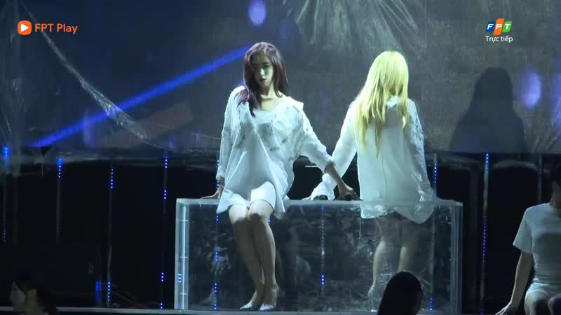 [PERF] 171104 Gone Not Around Any Longer - Qri ft. Eunjung (Live in T-Aras Vietnam 2017 Concert)