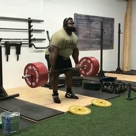 Рей Уилльямс тянет 370 кг на 2 повторения, без использования экипировки и кистевых лямок Ре...