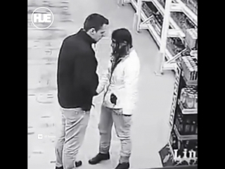 В Гомеле девушка чуть было не отсосала у парня прямо в магазине