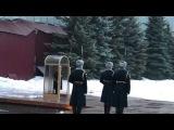Смена часовых почетного караула у Вечного огня на могиле Неизвестного солдата
