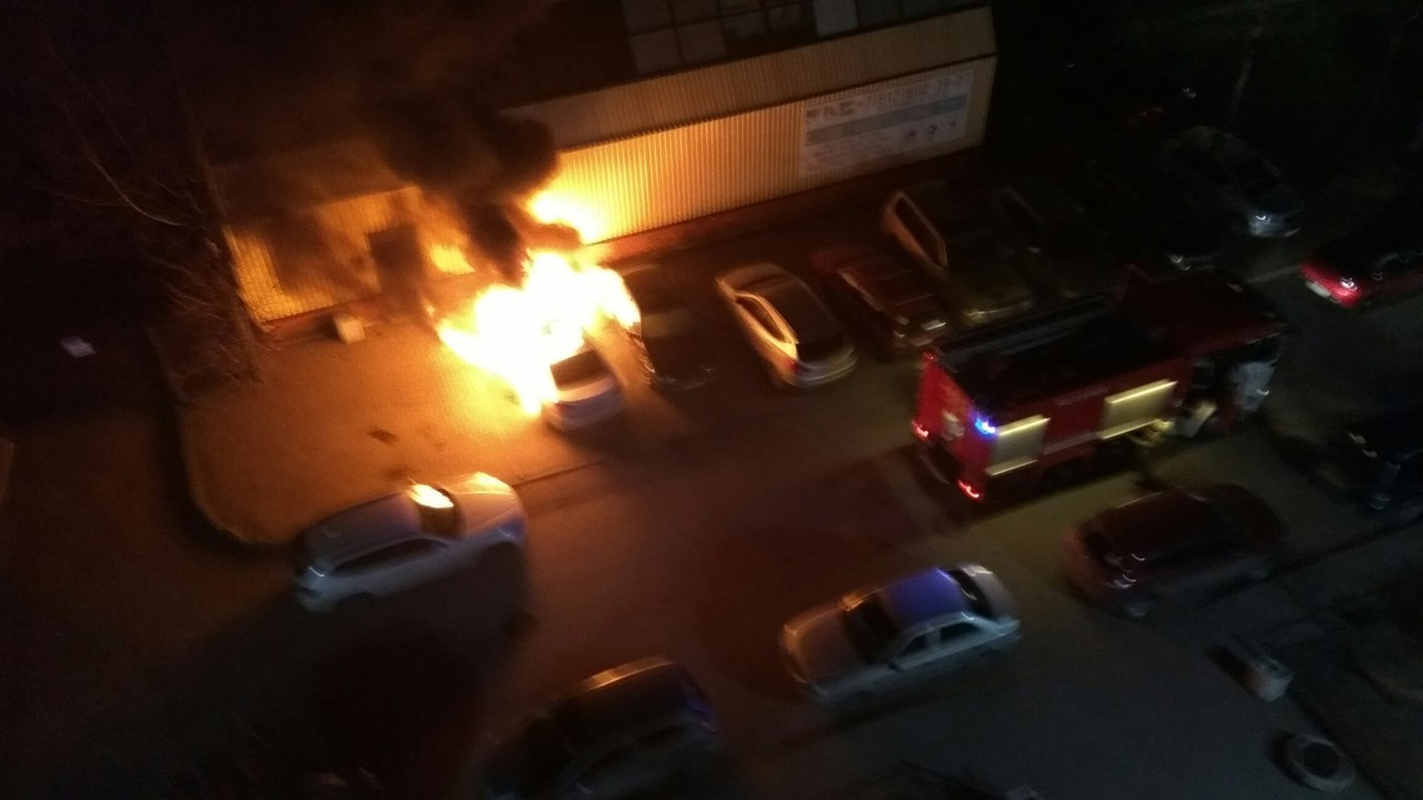 4 машины полыхали данной ночью вПетербурге