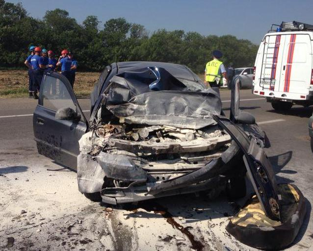 На донской трассе в ДТП с участием пассажирского автобуса погибли три человека