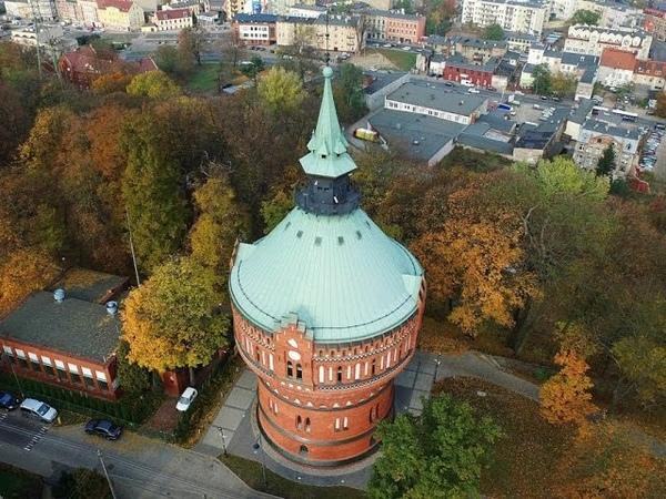 Wieża ciśnień w Bydgoszczy z lotu ptaka