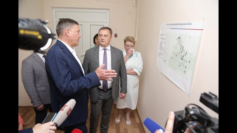Губернатор области Олег Кувшинников осматривает здание лечебного корпуса Никольской ЦРБ