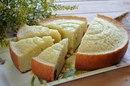 Вкусный и сочный манно-яблочный пирог