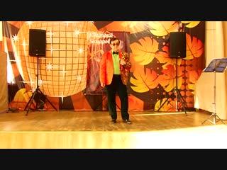 Поёт лауреат музыкальных конкурсов Дмитрий Комаров . Песня