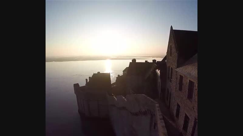 Остров-крепость Мон-Сен-Мише́ль в Нормандии, Франция