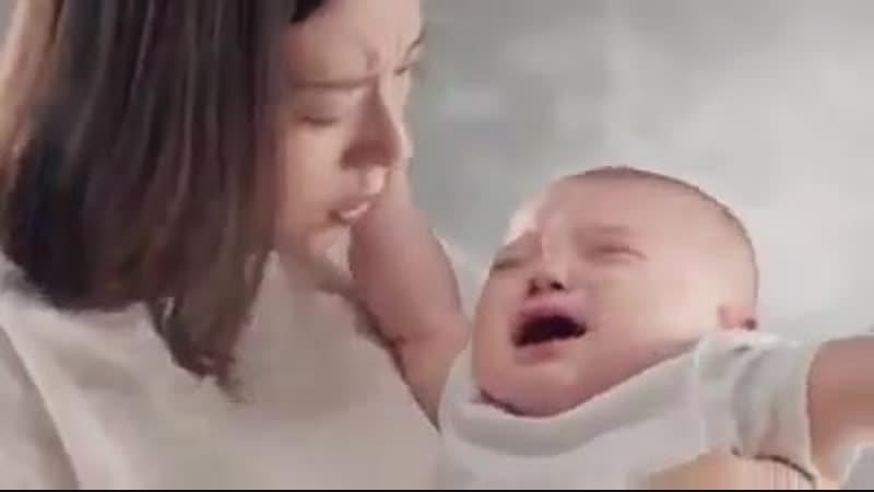 Ребенок, мать которого умерла во время родов.Сердце женщины было пожертвовано человеку в ч