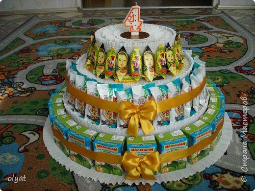Торт из сладостей в детский сад (5 фото) - картинка