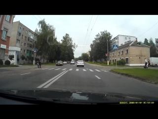 Ул.Лазо, чуть не сбил двух пешеходов (взрослого и ребенка)