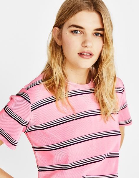 Плиссированная футболка с рисунком в полоску
