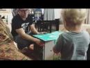 Бен играет с сыновьями.mp4