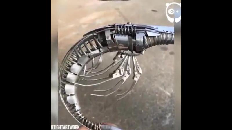 Современное искусство из ложек и вилок