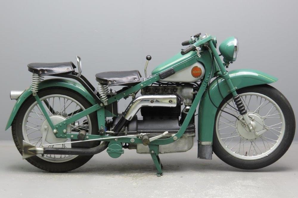 Старинный люксовый мотоцикл Nimbus Luxus 1935