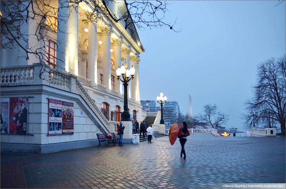 Вечереет. Театр Луначарского. Фото: Виктория Ступина