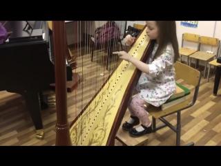 Девочка талантливо исполняет музыку из Interstellar