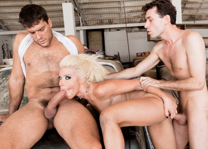 Anikka Albrite in Cum Extraction