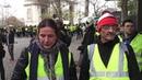 Les Gilets Jaunes Scène de Guerre Civile sur les Champs Elysées Paris France 24 Novembre 2018