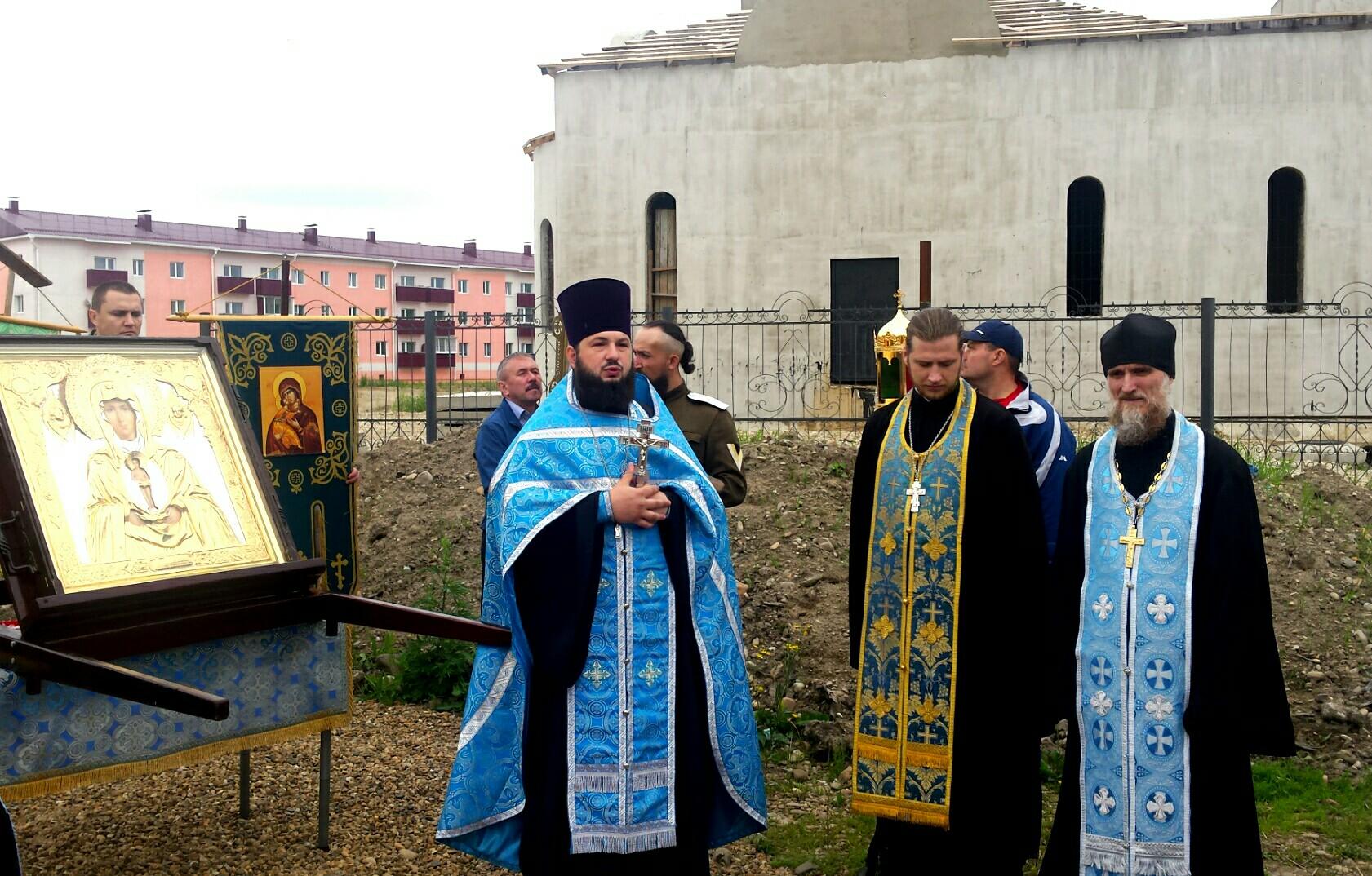 Крестный ход с образом Божией Матери Албазинская