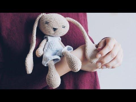 Зайчик крючком, игрушка крючком. МК по вязанию игрушки амигуруми.