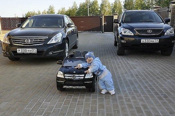 """Папа сказал: """"Каждому по машине""""."""