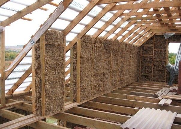 ...применяемым в строительстве соломенного дома, являются блоки, изготовленные из прессованной соломы.