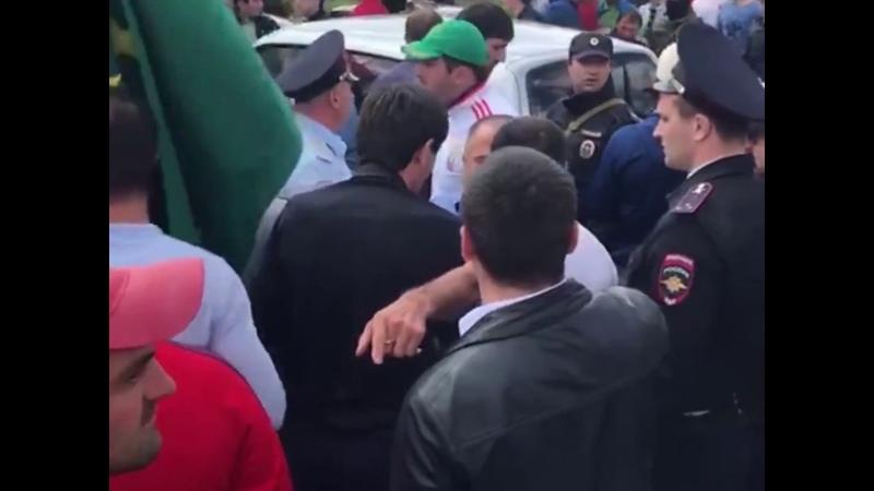 Кабардинцы против балкарцев: в Кенделене идет вооруженное противостояние