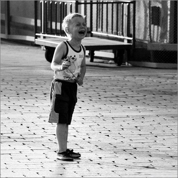 ПОСТОЯТЬ ЗА СЕБЯ: 10 ПРАВИЛ, О КОТОРЫХ НУЖНО РАССКАЗАТЬ РЕБЕНКУ ☝ Каждому ребенку придется сталкиваться с ситуациями, когда нужно будет отстаивать свои права и точку зрения, проявлять мужество и настойчивость. Не позволить дразнить себя обидным прозвищем, отказаться от предлагаемых сигарет или алкоголя, не смеяться вместе со всеми над новеньким одноклассником, защитить себя от агрессии другого ребенка. Мы не можем подстелить соломку на каждый детский шаг, но мы в силах научить ребенка…