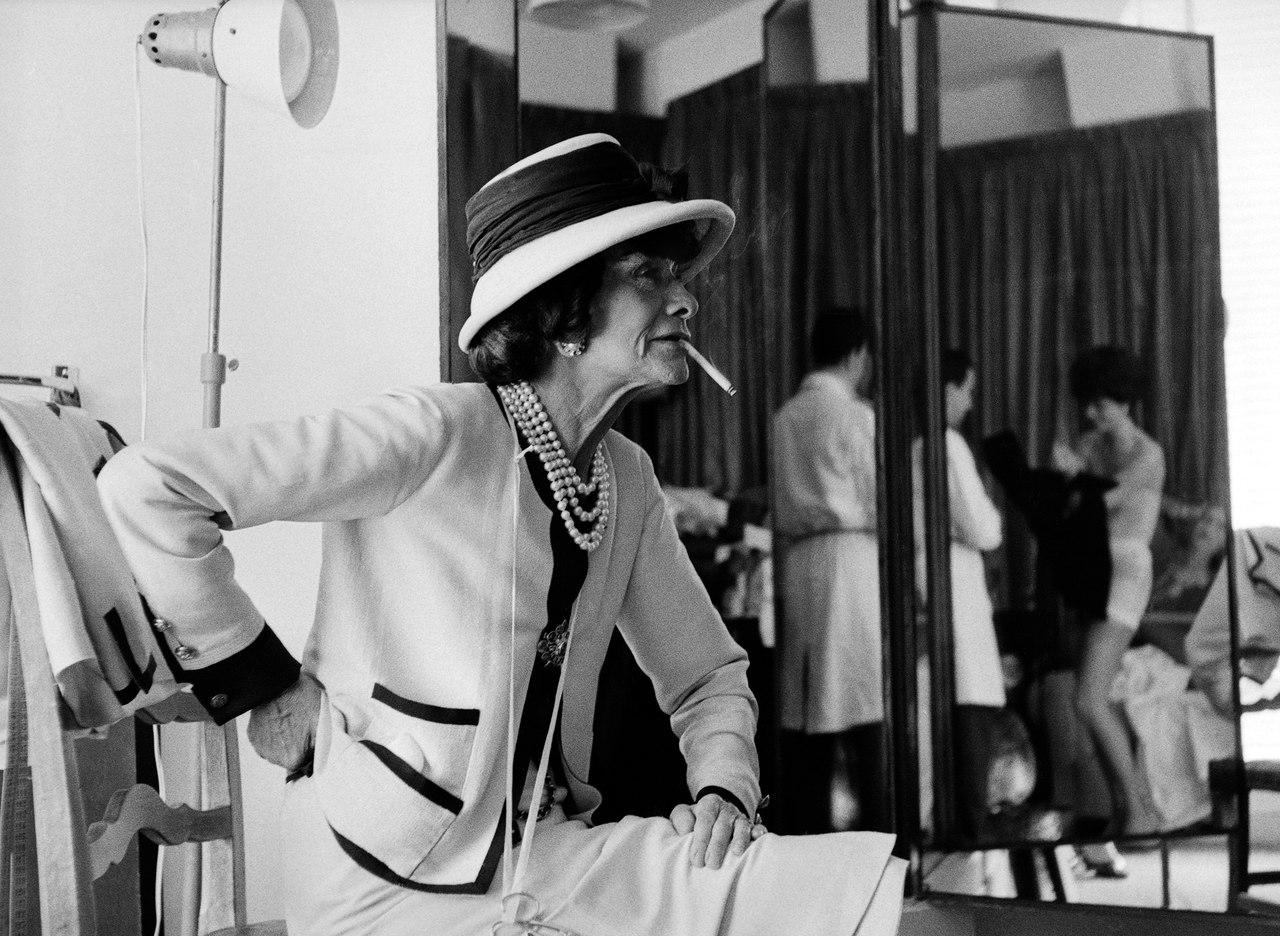 Коко Шанель в своем ателье. Улица Камбон, 31, Париж, 1962 год.