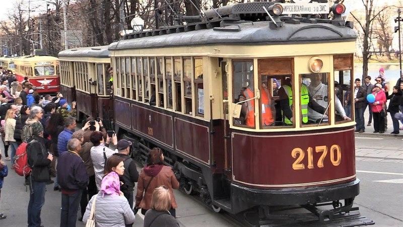 Ретро-трамваи уходят в депо после парада - 2018