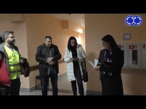 Пронесли газовый баллончик в суд Приставы в шоке Repost
