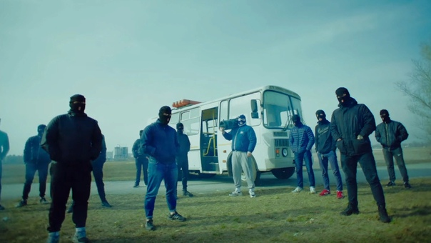 Грибы Группа «Грибы» музыкальный коллектив из Киева. Образовалась группа в 2016 году, а в 2017 взорвала все радиостанции своим хитом «Тает лед». Клип на YouTube за 10 месяцев набрал свыше 150