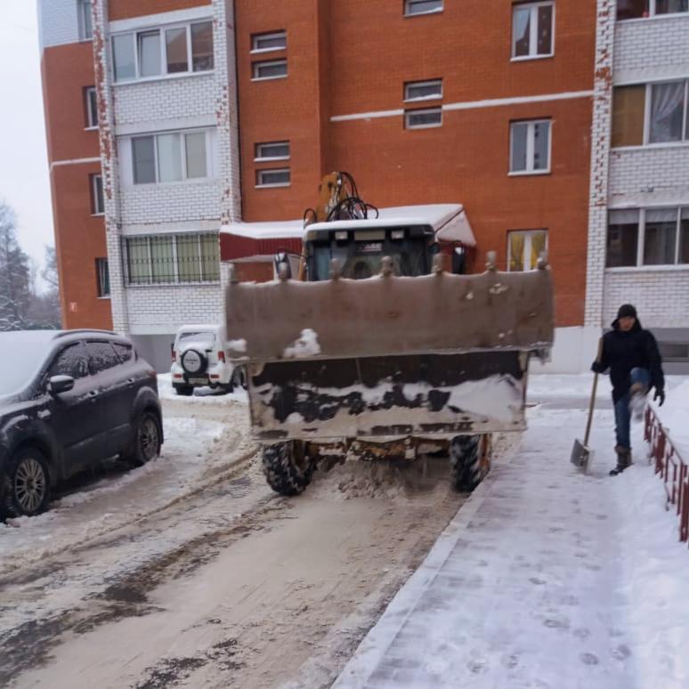 Убираем снег на Чкалова, 5