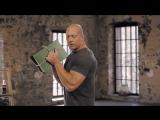 Бицепс  тренировка с книгами вместо гантелей .Домашние тренировки с Денисом Семенихиным