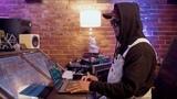 How Chad Hugo of the Neptunes &amp N.E.R.D. creates a hip hop groove