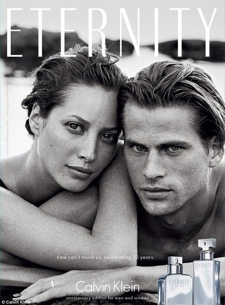 Это рекламная кампания аромата Calvin Klein с Кристи Терлингтон, снятая в 1995 году. 19 лет спустя Кристи Терлингтон снова стала лицом Eternity и снялась в новой версии рекламы под слоганом «время над нами не властно». Смотрите, оно и правда не властно