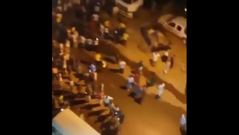 Irak - İran sınırında meydana gelen 7.3 şiddetinde deprem sonrasında bir çok bina yıkıldığı haberleri geliyor...
