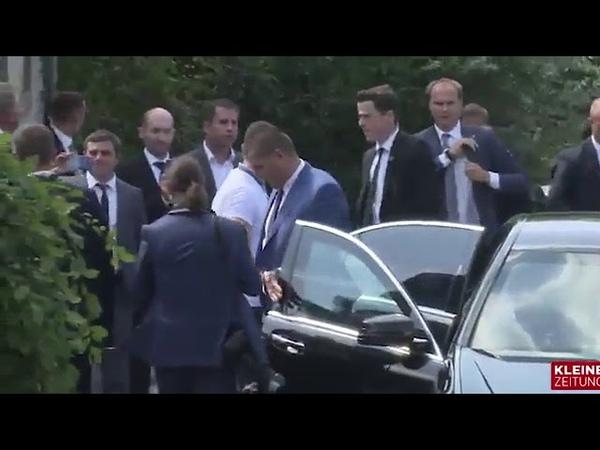 Видео: Путин, прилетевший на свадьбу главы МИД Австрии, вручил ей букет цветов
