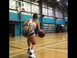 Сладкая малышка с оргромной жопой играет в баскетбол, не порно , секси , сиськи , попка