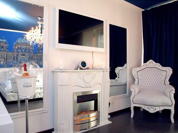 Дизайн квартиры-студии 30 м с элементами дворцового стиля в Берлине / Германия.