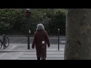 Французским пешеходам, нарушающим ПДД, преподали хороший урок  (6 sec)