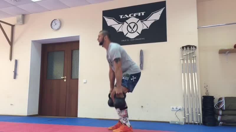 Упражнения с гирей на заднюю поверхность