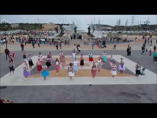 Ставропольские слингомамы станцевали на Владимирской площади