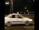 В Алма-Ате парень проиграл спор и перебежал дорогу без штанов