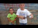 Юные рэперы с приморской улицы Саранды Албания 17 июня 2018