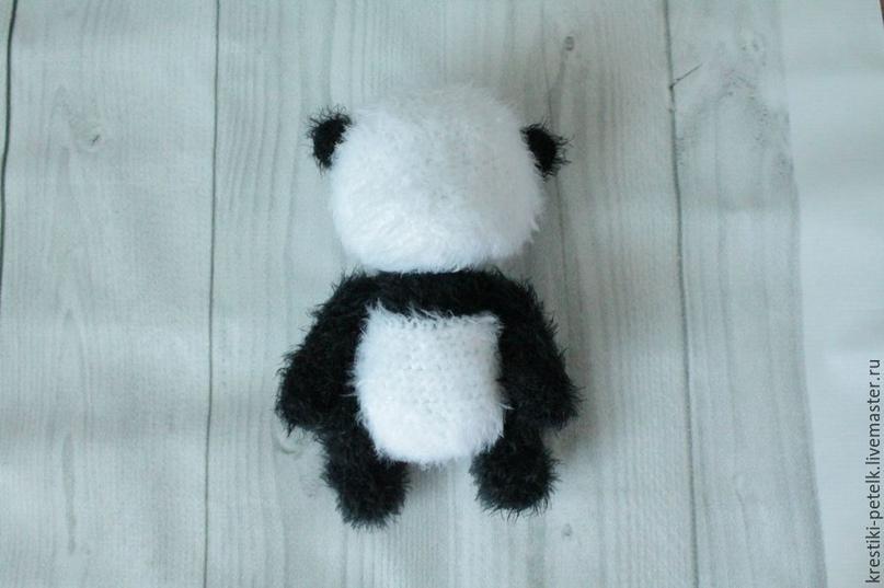 Вяжем крючком милого медвежонка-панду .