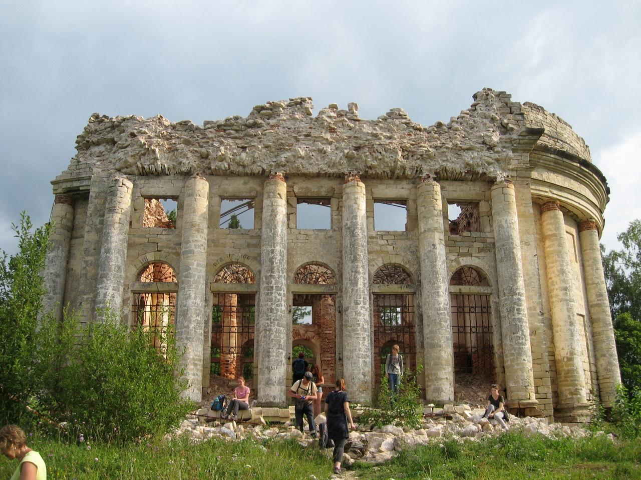 По Волосовскому району в июле. Волшебное озеро Донцо и храм в Пятой Горе.