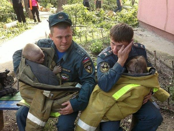 Парни пожарной охраны