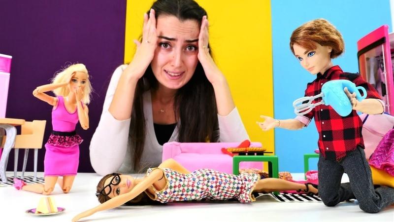 Barbie evini Sevcanın patronu topluyor. Temizlik yapma oyunu