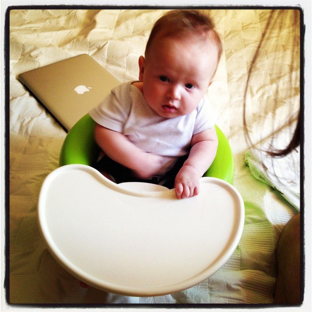Кресло Bumbo со столиком